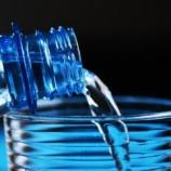 Quanto è importante bere acqua, soprattutto durante la terza età?